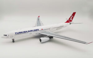 Airbus 330-300 Turkish Airlines TC-LOC Inflight200 model samolotu w skali 1:200
