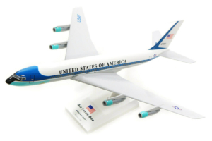Boeing 707-300 VC-137 U. S. Air Force One 27000 SKR312 model samolotu w skali 1:150 Boeing 707-300 VC-137 U. S. Air Force One 27000 SKR312 model samolotu w skali 1:150