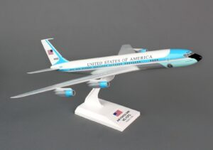 Boeing 707-300 VC-137 U. S. Air Force One 26000 SKR756 model samolotu w skali 1:150