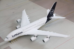 Airbus A380-800 Lufthansa D-AIMB 'New Colours' G2DLH785 model samolotu 1:200