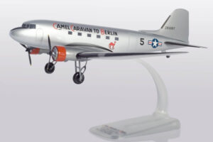 Douglas DC-3 US Army Air Forces w skali 1:100 Herpa 612302 Podwozie