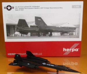 Lockheed SR-71B Blackbird 61-7957US Air Force w skali 1:200 Herpa 559454