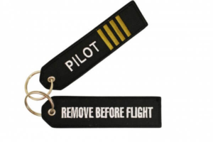 Zawieszka brelok Pilot Remove before flight Limox