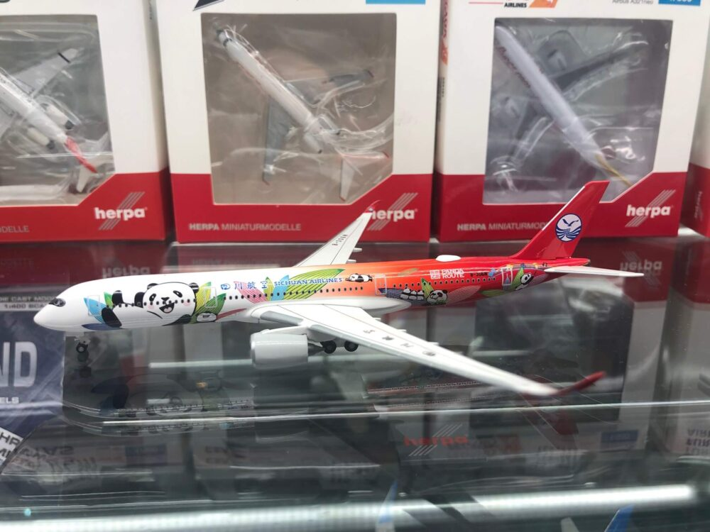 Airbus A350-900 Sichuan Airlines Panda Route w skali 1:500 Herpa 534499