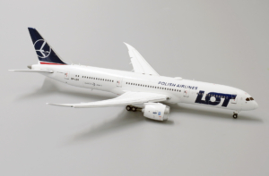 Boeing 787-9 LOT Polish Airlines SP-LSA XX4424A Flaps Down w skali 1:400
