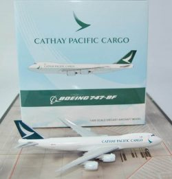 Boeing 747-8F Cathay Pacific Cargo 1:400 xx4955